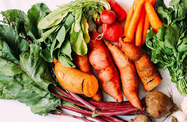Frutta e verdura come appena raccolte