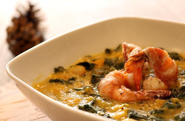 Zuppa di cavolo nero zucca e cannellini con gambero