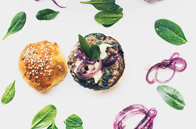 Hamburger di vitello con gorgonzola e spinacini