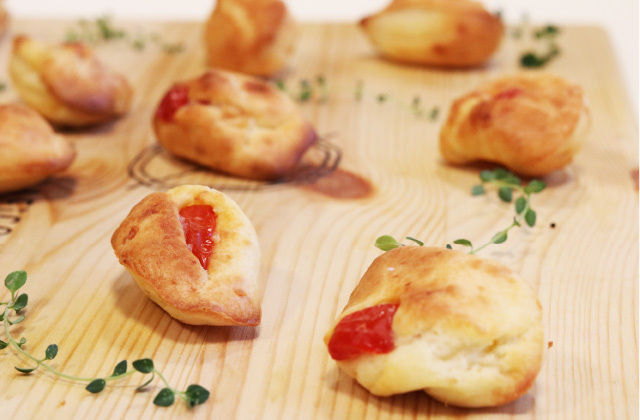 Piccole Madeleine con pomodorini e caprino