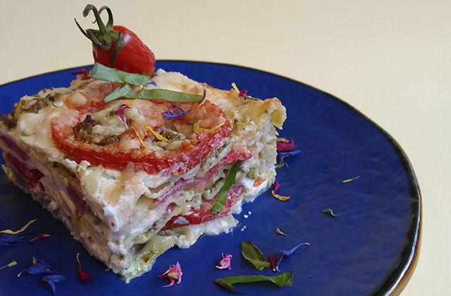 Lasagna con ricotta, pesto e pomodorini